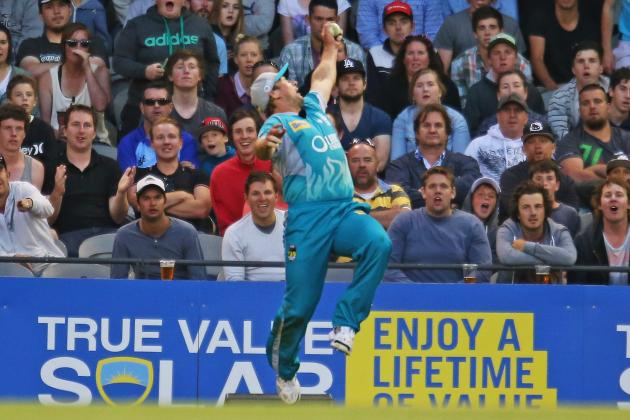 Peter Forrest Takes Outrageous, Relaxed, One-Handed Catch in Big Bash League