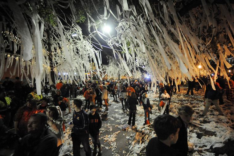 Rose Bowl Warns Auburn Fans Not to Toilet Paper Palm Trees