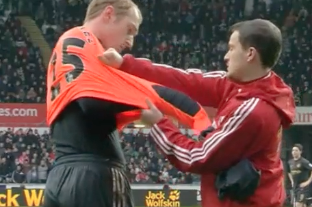 GIF: Swansea's Gerhard Tremmel Can't Put on a Goalkeeping Shirt by Himself