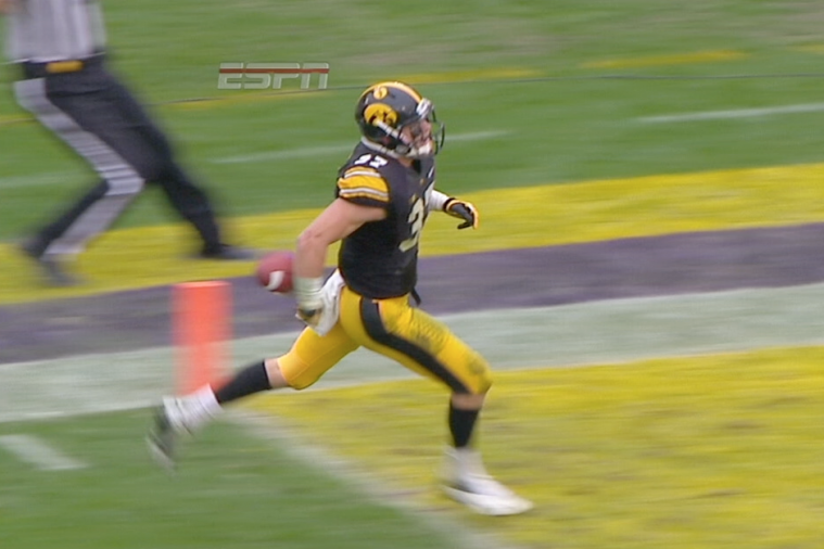 Iowa's John Lowdermilk Costs Himself Pick-6 After Dropping Ball Too Early