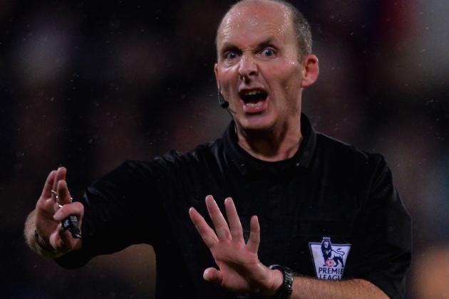 Referee Mike Dean Seemed Upset When Swansea Attack Stopped vs. Manchester United