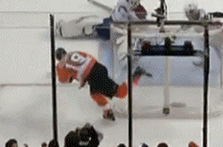 Scott Hartnell Flubs an Easy Goal in the Most Hilarious Way Possible