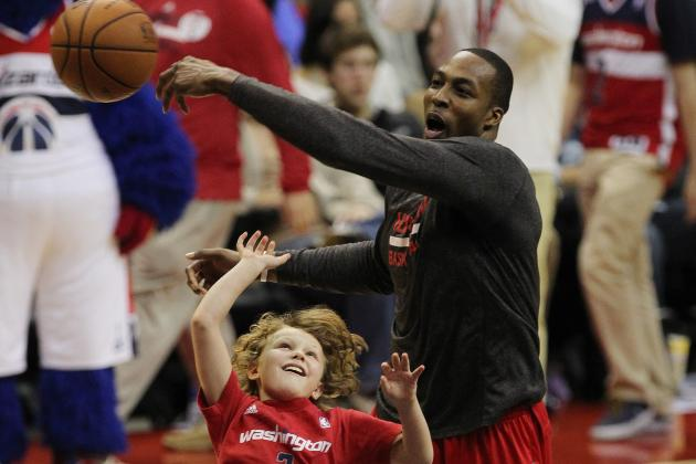 Video: Dwight Howard Blocks Mascot's Shot, Plays 1-on-1 with Kid During Delay