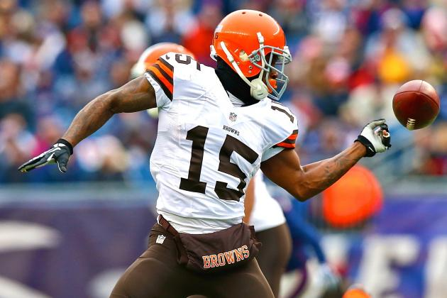 Tracking Browns' Reported Investigation into Davone Bess' Twitter Account