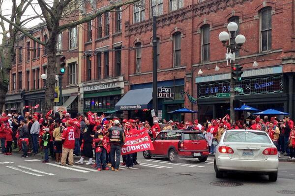 49ers Fans Take Over Seattle Street Before NFC Championship Game