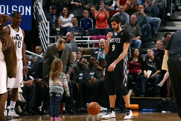 Ricky Rubio Adorably Plays Catch with Little Girl During Stoppage