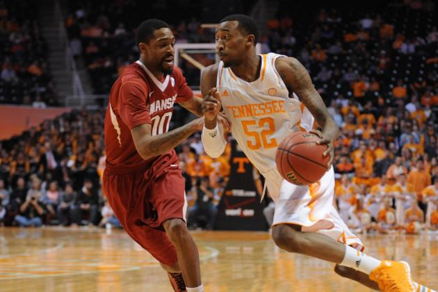 McRae Rallies Tennessee Past Arkansas 81-74