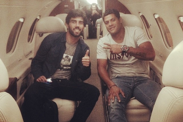 Hulk Posts Photo at Luton Airport: Arsenal, Chelsea, Tottenham or Holiday?