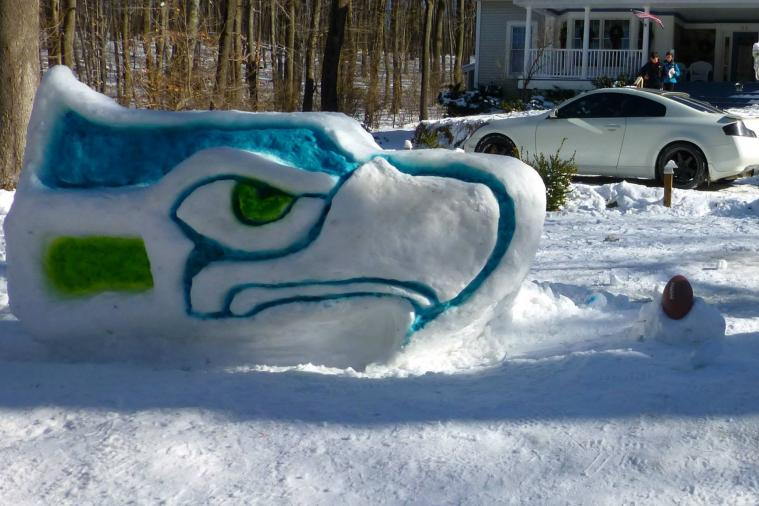 Artists Turn Snow into Broncos and Seahawks Logos for Super Bowl XLVIII