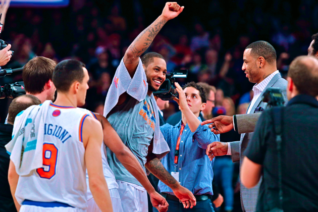 Carmelo Makes Knicks Fans Forget Miseries for a Game