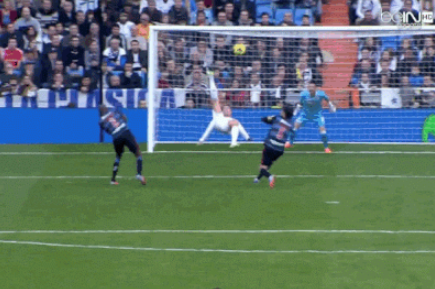 GIF: Cristiano Ronaldo's Spectacular Bicycle Effort Stopped by Roberto Fernandez