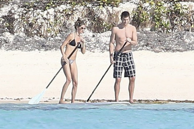 Brady, Gisele Go Paddleboarding in the Bahamas