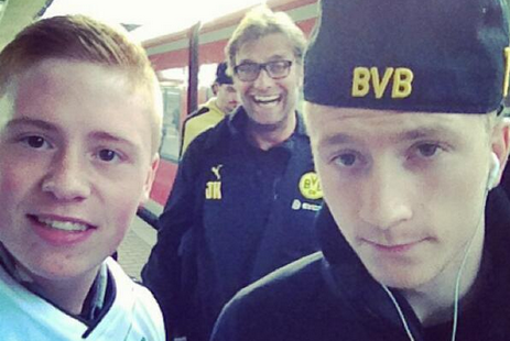 Borussia Dortmund Manager Jurgen Klopp Photobombs Teenage Fan, Marco Reus