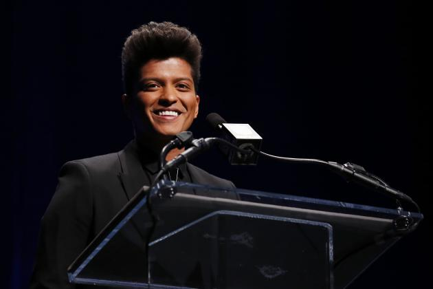 Super Bowl Halftime Show 2014: Bruno Mars and Chili Peppers Provide Fun Combo