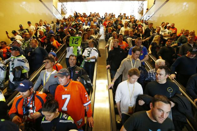 Fans Reportedly Collapse in Crowded Train Station En Route to Super Bowl XLVIII