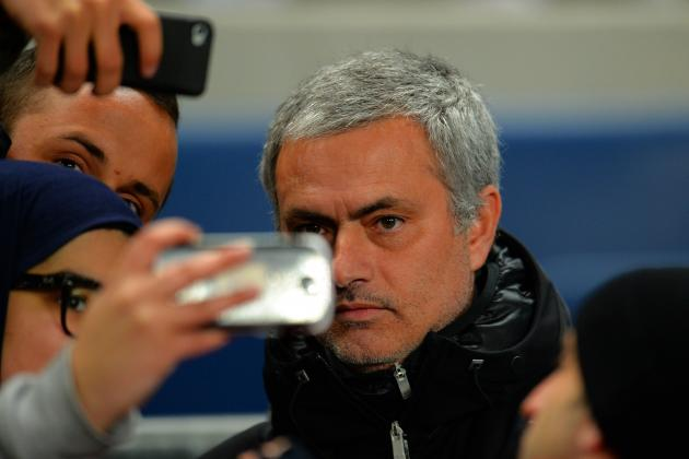 Jose Mourinho Takes Selfies with Fans Before Manchester City vs. Chelsea