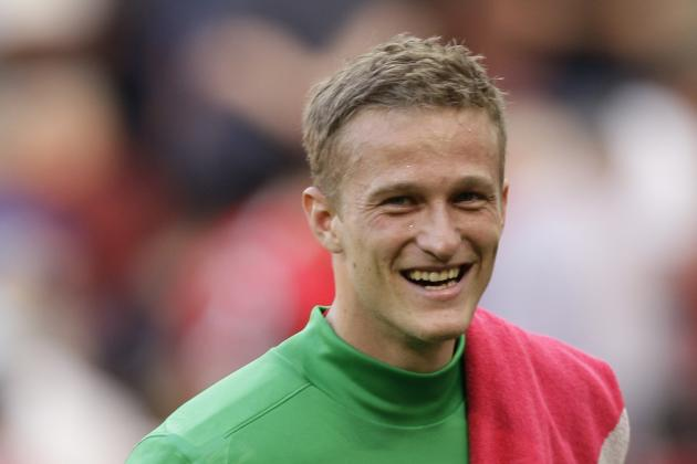 Manchester United Keeper Anders Lindegaard Wants You to Ogle His Girlfriend