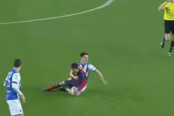 GIF: Barcelona's Lionel Messi Tackled Rugby-Style Against Real Sociedad