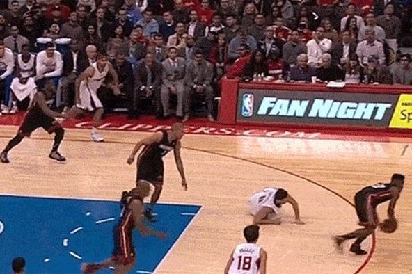 Clippers' Hedo Turkoglu Breaks His Own Ankles