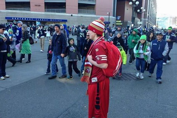 49ers Fan at Seahawks Parade Ends Up Bringing Both Sides Together