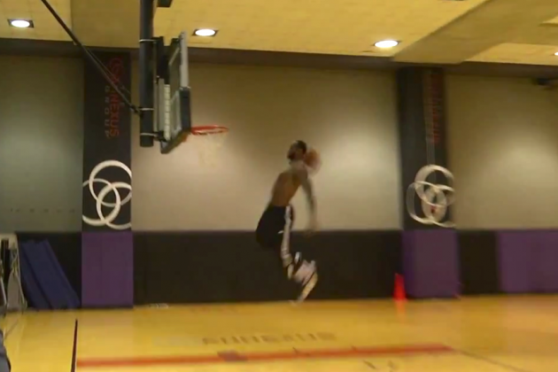 LeBron James Puts on a Practice Dunk Show in Phoenix
