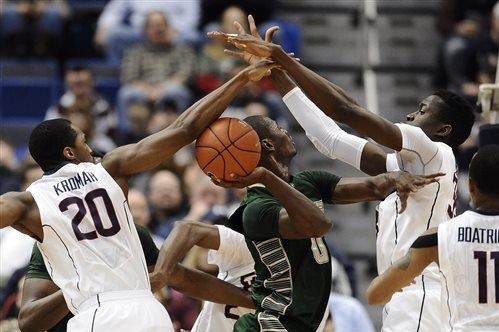 UConn Locks Down USF in 83-40 Blowout