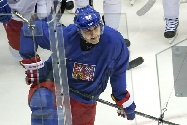 NHL Veteran Jaromir Jagr Eyes 700-Goal Mark Following the Sochi Olympics