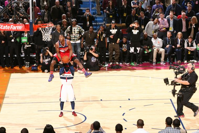 John Wall Throws Down Reverse Jam over Wizards Mascot 'G-Man'