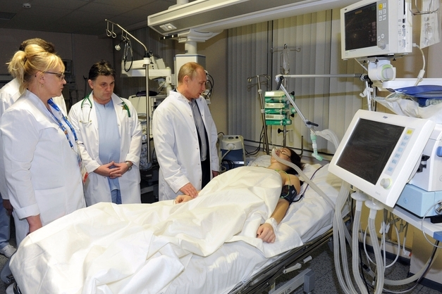 Vladimir Putin Visits Injured Olympic Skier Maria Komissarova in Hospital