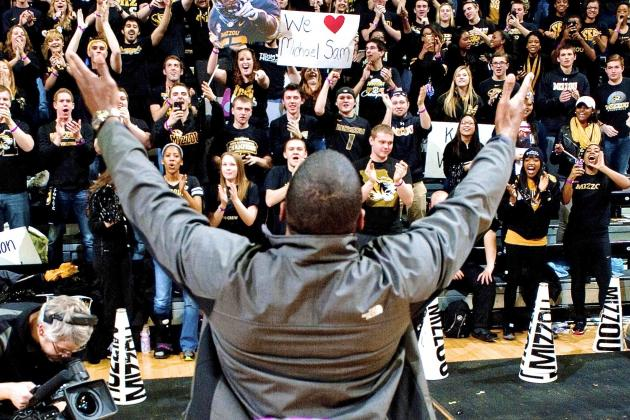 Mizzou Students 'Stand' with Michael Sam Against Anti-Gay Protesters
