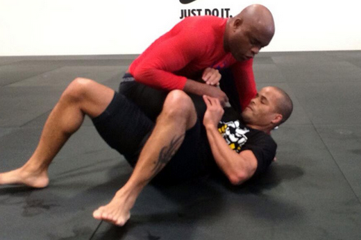 Ex-UFC Champ Anderson Silva Posts Training Photo, Says 'I'm Coming Back'