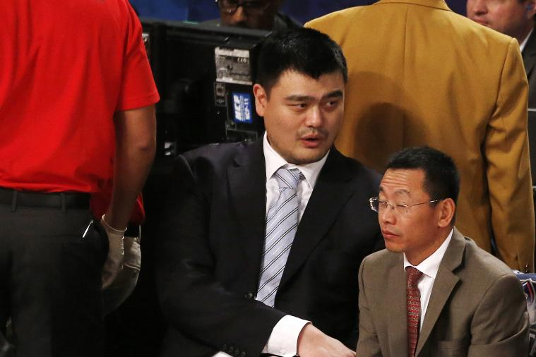 Yao Ming Sitting by Agent at 2014 NBA All-Star Game Leads to Hilarious Photo