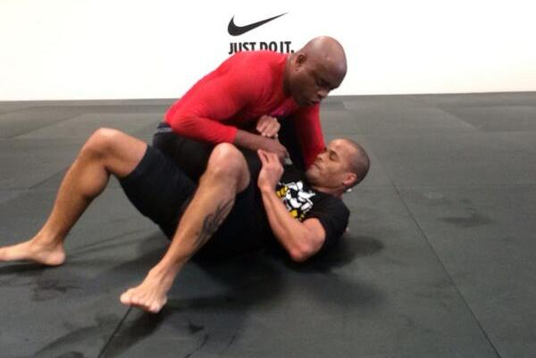Anderson Silva Tweets Photo of Training, 'I'm Coming Back'