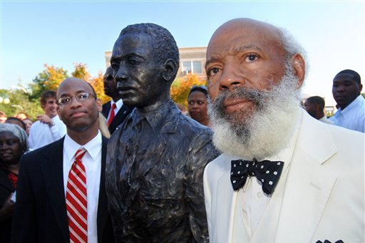 Ole Miss Alumni Offering $25K Reward in Defacing of James Meredith Statue
