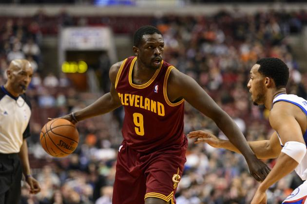 Los Angeles Lakers Will Reportedly Pursue Luol Deng in 2014 Free Agency