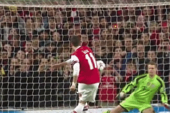 GIF: Mesut Ozil Sees Penalty Saved by Manuel Neuer as Arsenal Waste Early Chance