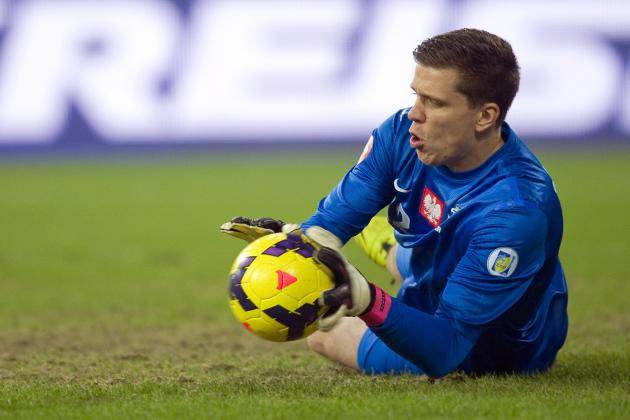GIF: Wojciech Szczesny Makes Rude Gesture After Being Sent off
