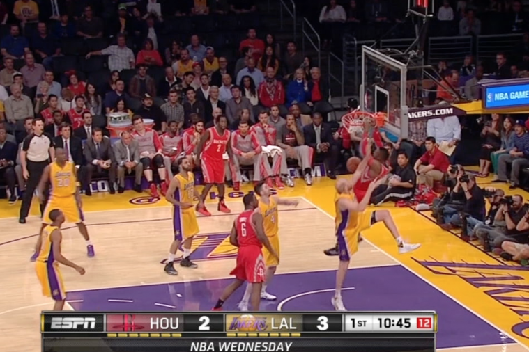 Dwight Howard Gets Booed in His 1st Game in Staples Center vs. Lakers