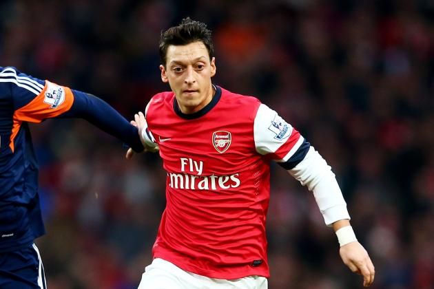 Why Does Arsenal Manager Arsene Wenger Keep Indulging Mesut Ozil?