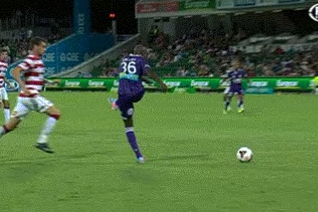 GIF: William Gallas Endures Horrible Blunder for Perth Glory