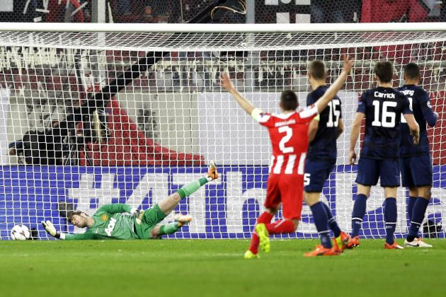 GIF: Alejandro Dominguez' Redirected Shot Gives Olympiakos Lead over Man United