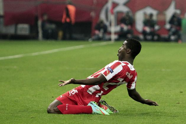 GIF: Joel Campbell Doubles Olympiakos' Lead with Curling Shot vs. Man United
