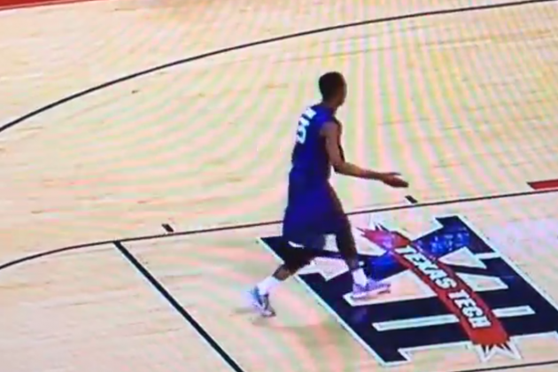 Kansas State's Wesley Iwundu High-Fives Invisible Friends After Free Throw