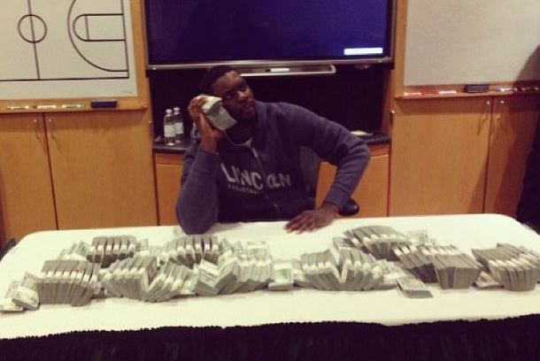 Lance Stephenson Poses with $1 Million in Cash in the Pacers Locker Room