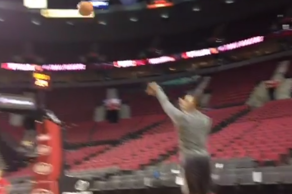 Damian Lillard Mimics the Shots of Chris Bosh, Shawn Marion During Warm-Ups