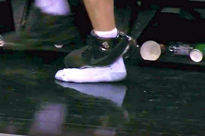 Manu Ginobili Rips Through His Shoe While Playing Defense