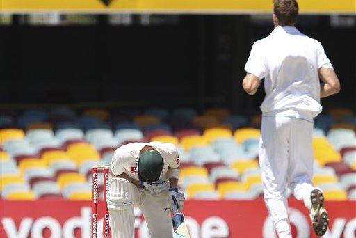 GIF: Morne Morkel's Over of Bouncers to Michael Clarke Was Thrilling, Terrifying