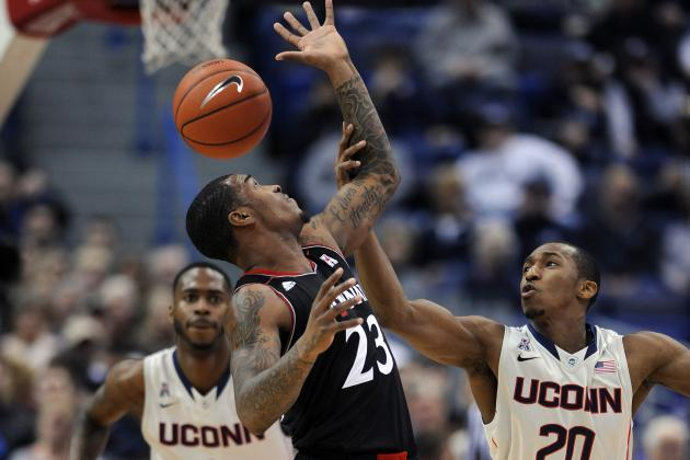 UConn Huskies Top Cincinnati Bearcats 51-45 in Defensive Affair