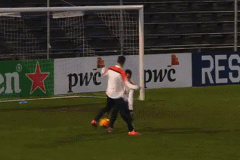 GIF: Robin Van Persie Performs Filthy Nutmeg on Michel Vorm