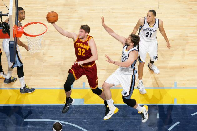 Breaking Down Spencer Hawes' Positive Effect on Kyrie Irving